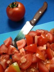 1 lavar y trocear los tomates