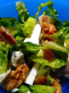 ensalada de anchoas, roquefot y nueces