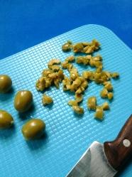 picar aceitunas verdes