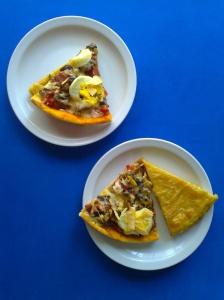 pizza de champiñon, cantimpalo, pimientos y huevo con fainaa