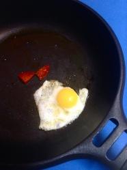 3 freir huevo y chorizo