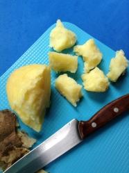 2 pelar y trocear patata hervidas