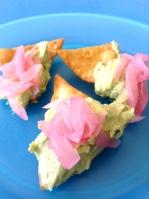 guacamole con nachos caseros y encurtido de paiteña - mv