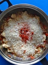 5 añadir arroz sal pimenton