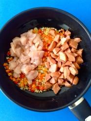 5 añadir pollo y chorizo