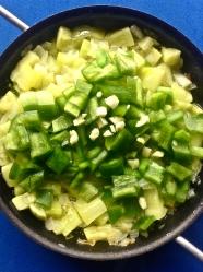 8 añadir pimiento y ajo