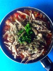 12 añado carne, caldo, orégano y cilantro