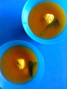 sopa de albóndigas
