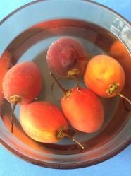 1 escaldar los tomates de arbol