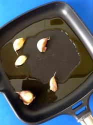 1 calentar aceite con ajos