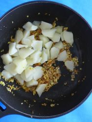 7 añadir patatas al rehogado