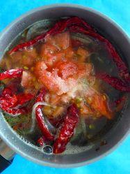 7 añadir tomate y sal