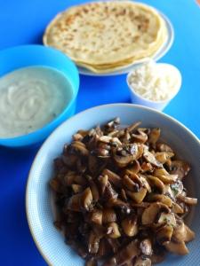 crepes de champiñones y salsa de roquefort ingr