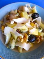 ensalada de pasta con pasas roquefort y nueces