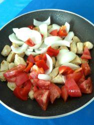 8 añadir cebolla pimiento tomate