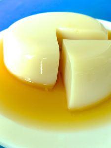 gelatina de leche de soja con caramelo partidoo